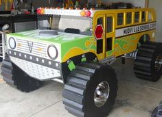 Retro Mudville Monster Truck Schoolbus bed