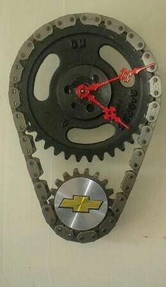 Timing chain clock Car Part Furniture, Automotive Furniture, Automotive Decor, Furniture Decor, Welding Projects, Diy Projects, Man Cave Shed, Car Part Art, Office Dividers