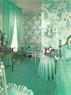 turquoise bedroom. Wow!  Whoever decorated this room should be my friend!!