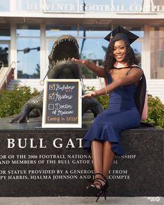 Graduation Picture Poses, College Graduation Pictures, Graduation Photoshoot, Grad Pics, Grad Pictures, Graduation Outfits, Graduation Ideas, Graduation Cap Decoration, Medical Laboratory