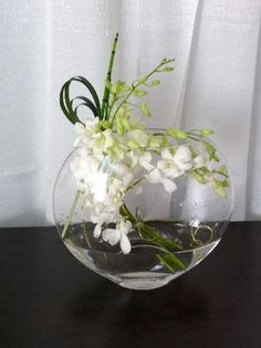 New wedding flowers table round vase Ideas Flower Arrangements Simple, Vase Arrangements, Wedding Table Flowers, Floral Wedding, Trendy Wedding, Orchid Centerpieces, Centrepieces, Corporate Flowers, Round Vase