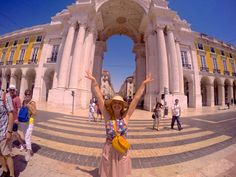 Lisboa: Menina e Moça Bonita #avidaemplay #lisboa #terreirodopaço #praçadocomércio #baixadelisboa #hm #gopro #goprohero4 #hmportugal #gabrielarelvas #portugal