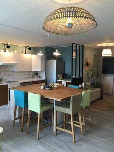Déco poétique Sophie Ferjani Deco Sophie Ferjani, Decoration, Interior Design Living Room, Home Kitchens, Furniture Design, New Homes, Dining, Table, House