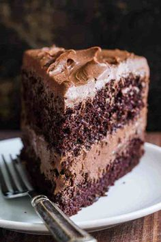 Nov 2019 - A decadent and moist Chocolate Cake recipe with the easiest whipped Chocolate Frosting. Homemade chocolate cake makes for a stunning birthday cake. Chocolate Cake Recipe Videos, Best Chocolate Cake, Homemade Chocolate, Chocolate Desserts, Chocolate Cake Recipe No Baking Soda, Delicious Chocolate Cake, Chocolate Cake With Coffee, Chocolate Milkshake, Cake Baking