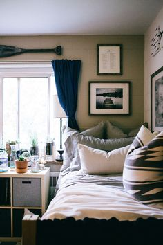 Vintage finds layered with texture and color transform a college dorm room dorm decorations, dorms Dorm Room Organization, College Dorm Rooms, College Apartments, Teen Girl Bedrooms, Dorm Decorations, Dorms Decor, Bedroom Decor, Bedroom Ideas, Diy