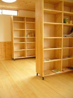 可動式間仕切りにもなる本棚