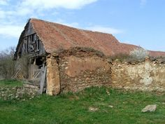 Romania - Photo Gallery of Cities and the Countryside in Romania: Barns With Thatched Roofs Dot The Romanian Countryside Country Barns, Old Barns, Country Roads, Abandoned Houses, Abandoned Places, Pioneer Day, Stone Barns, Brick And Stone, Covered Bridges