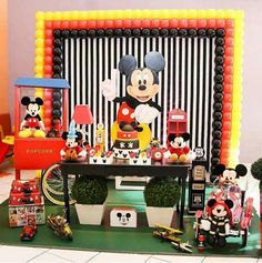 Créditos: @carrosselfest Festa Mickey Mouse Mickey Mouse Birthday Decorations, Theme Mickey, Fiesta Mickey Mouse, Mickey Mouse Parties, Diy Party Decorations, 3rd Birthday Parties, Birthday Wishes, Mickey Mouse 1st Birthday, Ideas