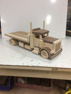 Toys wooden car buses 23 Ideas for 2019 Wooden Toy Trucks, Wooden Car, Wooden Toys, Toy Box Plans, Wood Toys Plans, Diy Toy Box, Diy Play Kitchen, Wooden Wheel, Toy Rooms
