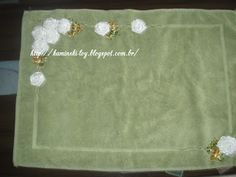 LOY HANDCRAFTS, TOWELS EMBROYDERED WITH SATIN RIBBON ROSES: TAPETE PARA BANHEIRO…