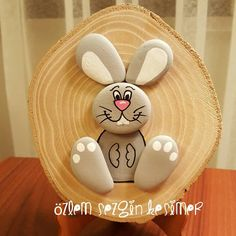 Wonderful DIY decoration ideas with painted pebbles Stone Crafts, Rock Crafts, Resin Crafts, Pebble Painting, Pebble Art, Stone Painting, Easter Crafts, Diy And Crafts, Crafts For Kids