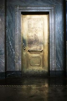 Make an exit.or an entrance. Love the look of this antiqued gold door against the dark walls. The Doors, Windows And Doors, Tor Design, House Design, Design Design, Design Ideas, Josie Loves, Gold Door, Turbulence Deco