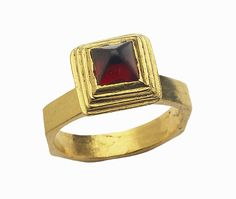 Ostrogothic Gemstone Ring, c 500,   possibly made in Ravenna, Italy, gold and garnet.
