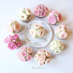 Pink Flowers_  #bloomingblossoms #flowercake #buttercream #koreanbuttercream #handmade #flowers #flowerstagram #cake #cakestagram #onthetable #cupcakes #wilton #wedding #gift #birthday #bridalshower #LA #LAbakingclass #LAflowercake #플라워케이크 #버터크림플라워케이크 #꽃 #꽃스타그램 #엘에이 #LA플라워케이크 #엘에이플라워케이크