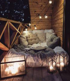Possible sur un petit balcon parisien de ? 🤷♀️🤞SO Balkon - Balkon - Design Balkon Design, Cute Room Decor, Teen Room Decor, Cozy Room, Cozy Reading Rooms, Reading Nooks, Aesthetic Rooms, Dream Rooms, My New Room