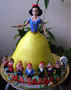 Snow White & Seven Dwarves cake
