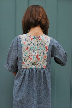 Ah, yarn-dyed Essex linen and a beautiful print from Cloud 9'sWildwood collection – I really love this combination of fabric. As do many of the women who saw E wearing her new Hide-a…