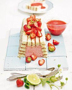 Erdbeer-Charlotte mit Kokos-Limetten-Creme - BRIGITTE
