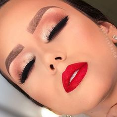 Eye Makeup Tips – How To Apply Eyeliner – Makeup Design Ideas Red Lip Makeup, Contour Makeup, Flawless Makeup, Makeup Eyeshadow, Eyeliner, Red Dress Makeup, Drugstore Makeup, Sephora Makeup, Makeup Brushes