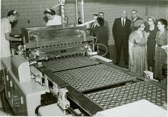 Early Reese's Peanut Butter Cups production line. Harry Reese was born May 24 in 1877 Vintage Food, Vintage Recipes, You Make A Difference, American Manufacturing, Make Business, Reeses Peanut Butter, The Old Days, Milk And Honey, Local History