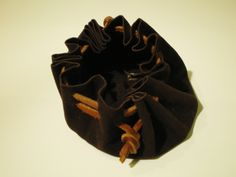 Bolsa de piel de doble cierre. Desserts, Accessories, Fashion, Bag, Bias Tape, Fur, Tailgate Desserts, Moda, Deserts