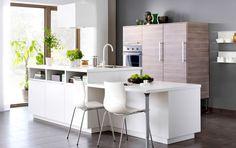 Ïlot de cuisine blanc moderne avec façades VEDDINGE