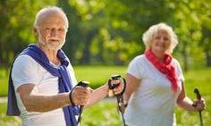 """Czego obawiają się seniorzy, czyli groźne upadki na starość. """"Upadki u osób powyżej 65 roku życia zdarzają się u 30 proc. osób w tej grupie wiekowej. U połowy z nich pojawia się tzw. lęk antycypacyjny, czyli obawa przed kolejnym upadkiem, co powoduje, że seniorzy ograniczają aktywność fizyczną, pogarszając stan mięśni i stawów."""""""