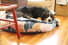DIY doggie bed from old comforter.  Perfect!   Seeing as Sadie has destroyed ours...