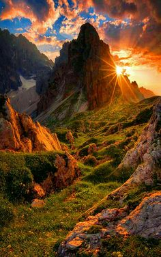 Dont know where this is, what a beautiful mountain and sunset! #LandscapeMountain