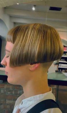 Sexy Bob Haircut, Bob Haircut With Bangs, Short Hairstyle, Bob Hairstyles, Bobbed Haircuts, Shaved Nape, Short Bobs, Extreme Hair, Bowl Cut