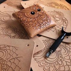 轉彎轉到手軟~ 昏!#leathercarving #leather #dinnidworkshop #hk #handmade #leatherworkshop #革小物 #仨革藝 #皮 #革 #trioleatherart #leatherart #leathercraft #leathertooling (在 Trio Leather Art 仨革藝)
