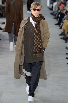 Louis Vuitton Fall 2017 Menswear Fashion Show Catwalk Fashion, Vogue Fashion, Fashion Week, Fashion 2017, New Fashion, Fashion Show, High Fashion, Male Fashion, Bufandas Louis Vuitton