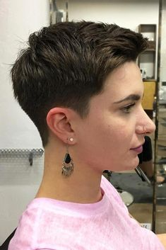 Short Boy Cut ❤️ Androgynous haircuts have walked the line between femininity and masculinity thus becoming the hottest trend of now. Dive in our gallery to see what ideas are popular today! Short pixie cuts, undercut ideas with a fade, tomboy style looks Tomboy Haircut, Androgynous Haircut, Tomboy Hairstyles, Undercut Hairstyles, Hairstyles With Bangs, Hairstyle Ideas, Popular Short Haircuts, Short Pixie Haircuts, Fresh Haircuts