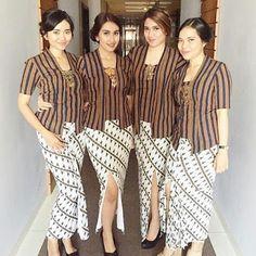Model Rok Kebaya, Model Kebaya Modern, Blouse Batik, Batik Dress, Traditional Fashion, Traditional Dresses, Kebaya Kutu Baru Modern, Kebaya Moden, Kebaya Jawa