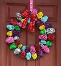 last minute diy christmas decorations 2015 trends - Styles 7 Pine Cone Art, Pine Cone Crafts, Pine Cones, Holiday Crafts, Christmas Decorations To Make, Christmas Wreaths, Christmas Ornaments, Spring Front Door Wreaths, Spring Wreaths