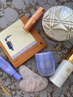 Tatcha (short for Tachibana) which is a ,,standing flower,, in Japanese. Tatcha 's first product was Original Aburatorigami Japanese Beauty papers (oil remover papers) used by geisha. These papers very quickly become a coveted component in cosmetic bags across the US. It wasn't long after that the brand followed suit with amazing moisturizers, cleansers, and serums - all inspired by the rituals of geisha. Cleansers, Moisturizers, Beauty Tips, Beauty Hacks, In Cosmetics, Japanese Beauty, Geisha, Cosmetic Bag, Bee