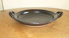陶板【黒釉直火焼き用陶板】 約 W280φ×H45(mm)陶板は、土鍋と同じ耐熱土で制作しています。素材を直火にかけて焼くことができます。...|ハンドメイド、手作り、手仕事品の通販・販売・購入ならCreema。