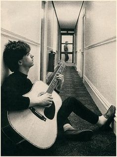 Johnny Marr and Morrissey - The Smiths Musician Photography, Photography Poses For Men, Rock Indé, Hard Rock, Rock And Roll, The Smiths Morrissey, Johnny Marr, Guitar Photos, Charming Man