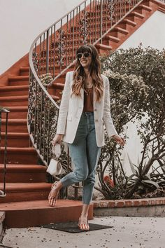 How to wear a linen blazer with jeans. How to Style the Everlane Linen Blazer. Jeans Outfit For Work, Blazer Outfits For Women, White Jeans Outfit, Jeans Outfit Summer, Blazer With Jeans, Summer Outfits, Colored Jeans Outfits, Jean Outfits, Colored Blazer