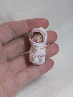 My one of a kind tiny babies and creations. Cute Polymer Clay, Polymer Clay Dolls, Tiny Dolls, Soft Dolls, Dollhouse Dolls, Miniature Dolls, Mini Bebidas, Baby Hamster, Homemade Dolls