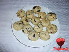 Cookies cu bănuți de ciocolată Food Online, Order Food, Bacon, Cupcake, Lunch, Candy, Cookies, Chocolate, Drinks