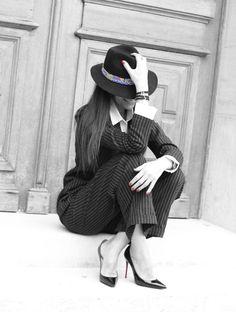 Le Tailoring ou le masculin au féminin... #tailor #tailleur #blackandwhite