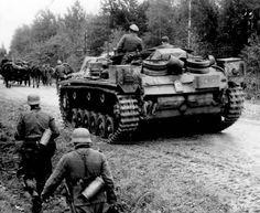 https://flic.kr/p/vGmrnM | Sturmgeschütz III für 7,5 Stu.K. 37 L/24 Ausf. B (Sd.Kfz. 142) Nr. 2? | Un autre StuG III appartenant à la 2. Batterie du Sturmgeschützt-Abteilung 185. La lettre « C » peinte en blanc est le symbole de la seconde batterie de cette unité. Text and picture courtesy Sturmgeschütz - Stug III (on Facebook) ________ The Panzer Pictures Database | @PanzerDB (Twitter) | panzerdb.com