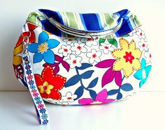 Hand Purse Flower Garden Bright Colors.  This one is a fun casual purse with a lot of potential :) It will keep all your essential belongings..