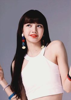 JungKook se encontraba escuchando a todo volumen su. Lisa Black Pink, Black Pink Kpop, Blackpink Video, Foto E Video, South Korean Girls, Korean Girl Groups, Divas, Rapper, Lisa Blackpink Wallpaper