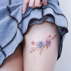 Blue and purple rose tattoo on the left thigh. Small Tribal Tattoos, Tattoo Tribal, Cool Small Tattoos, Pretty Tattoos, Tattoos For Women, Tattoos For Guys, Tattoo Designs For Girls, Tattoo Designs Men, Mini Tattoos