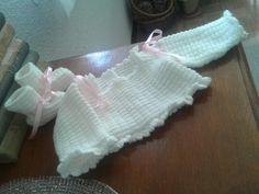 Jersey y patucos de primera postura hecho a mano en punto / tricot