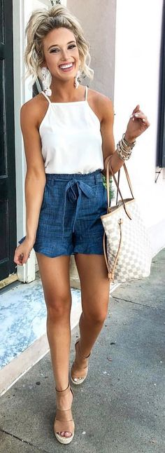 Preppy Summer Outfits To Inspire Yourself The Cutest Little Chambray Shorts (on Short Outfits, Trendy Outfits, Fashion Outfits, Classy Shorts Outfits, Fashion Shirts, Fashion Ideas, Casual Shorts, Trendy Hair, Simple Outfits