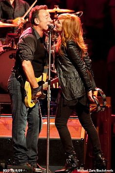 Bruce Springsteen and wife Patti Scialfa on stage. By Michael Zorn http://www.mzorn.com/#