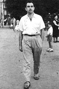 Ángel González en Barcelona (1955).